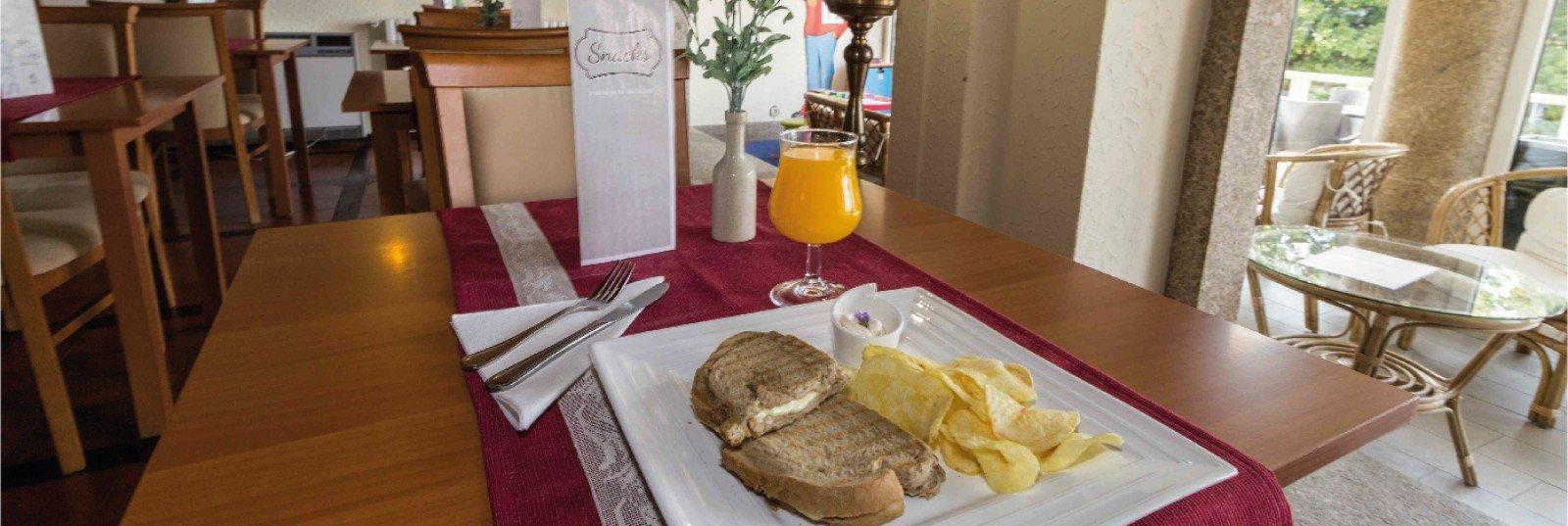 Hotel Eurosol Gouveia - bar Terrace